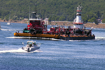 Following safety tips and boating regulations, ensures a safe and enjoyable transit through the Cape Cod Canal.
